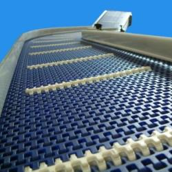 Stainless Steel Modular Belt Conveyor with flights on an incline